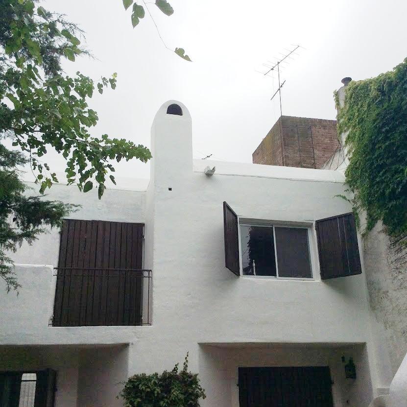 Duplex 3 ambientes con jardin, pileta y parrilla. Excelente ubicacion