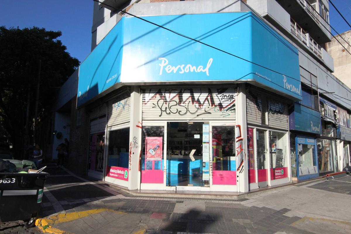 Inmejorable local en esquina sobre Av Centenario. Pleno centro de San Isidro