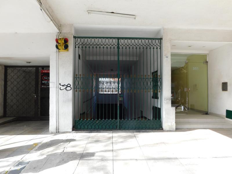 Cochera en San Isidro- Venta