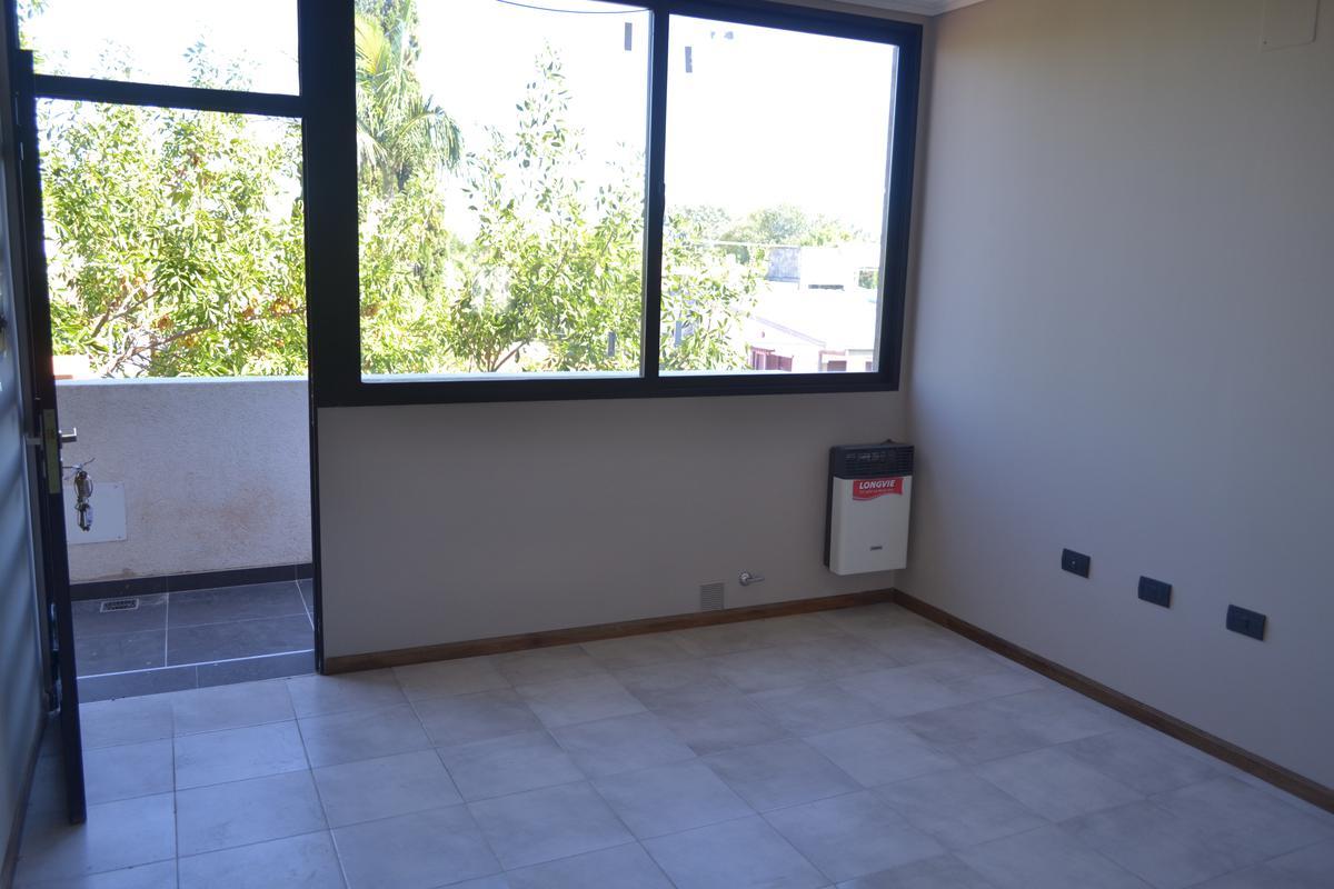 Dos dormitorios zona Faro COSTANERA con placares, cocina y calefactor.