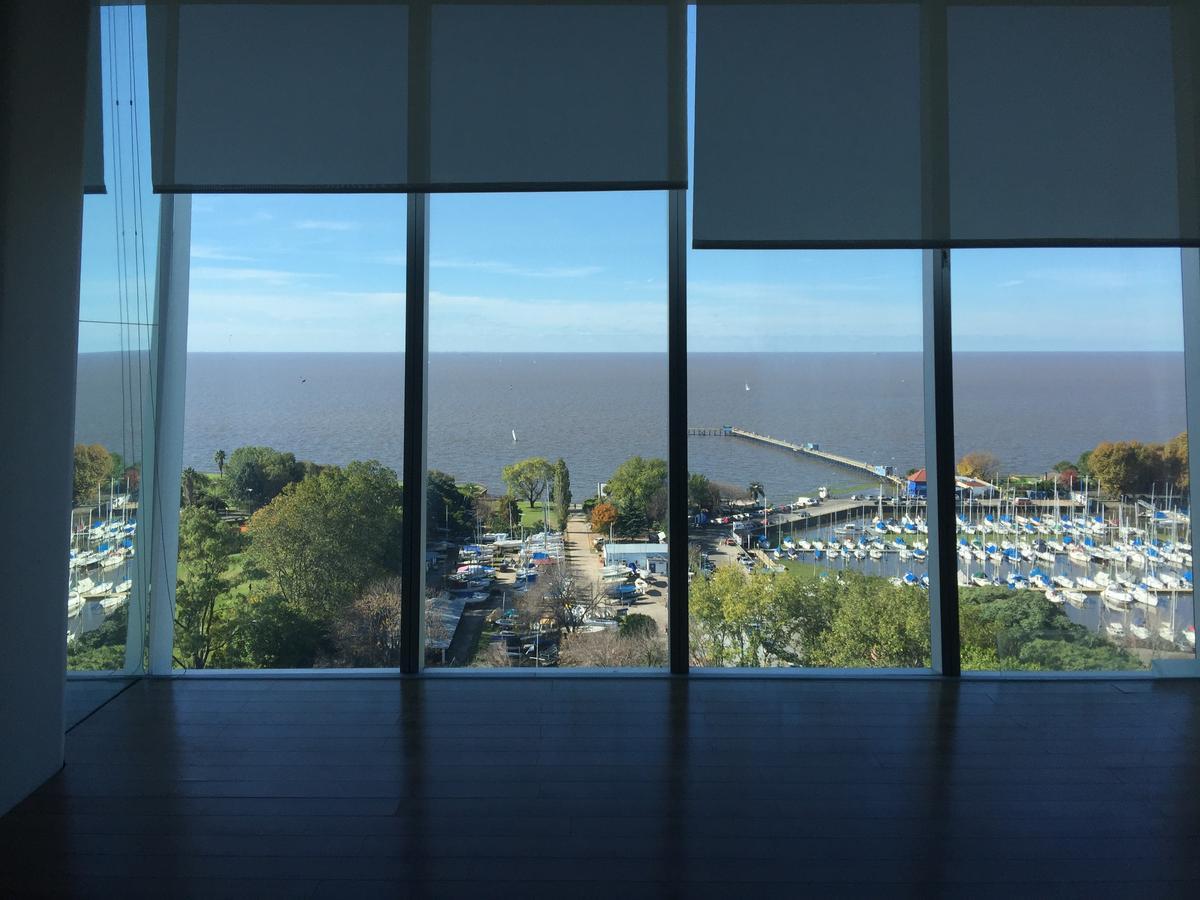 Excelente oficina con vista al río en edificio REGATTA OFICINAS (Puerto de Olivos)
