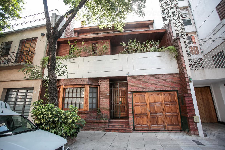 Casa en venta de 5 ambientes en capital federal caballito for Casa de azulejos en capital federal