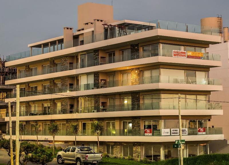 Foto Edificio en Playa Mansa Apartamentos a Estrenar frente a la Mansa numero 5