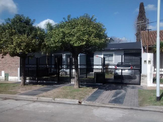Foto Casa en Venta |  en  Don Torcuato,  Tigre  Breyer al 100