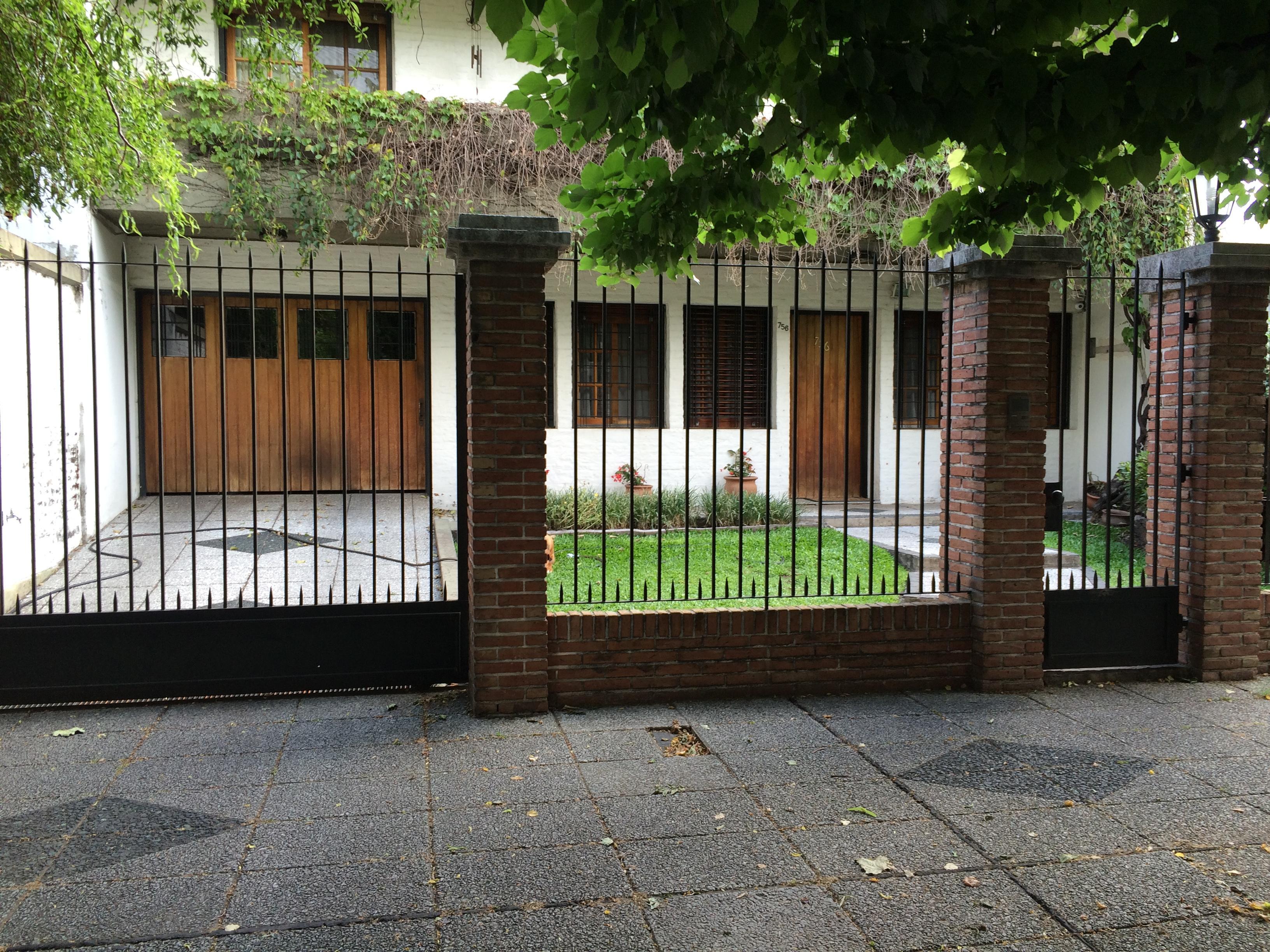 Foto Casa en Venta |  en  Banfield Oeste,  Banfield  ARAOZ  756  e/ Carlos Crocce y J.M. Pena