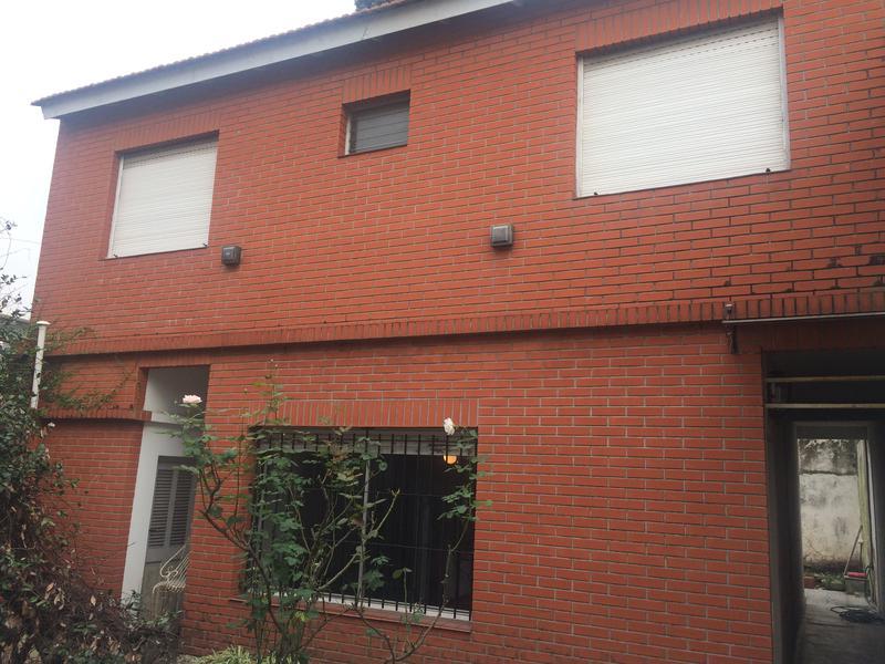 Foto Casa en Alquiler en  Banfield Oeste,  Banfield  acevedo 2036
