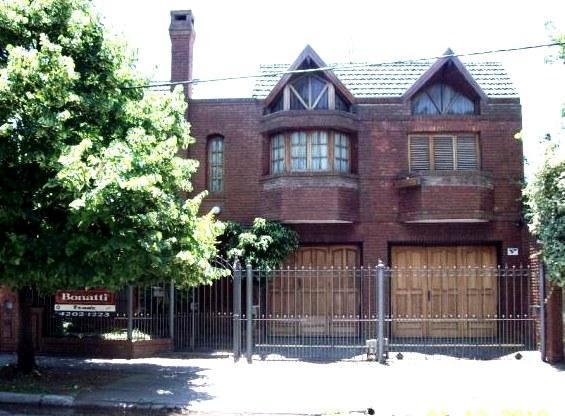 Foto Casa en Venta en  Lomas de Zamora Oeste,  Lomas De Zamora  PASO 1759, e/Beleli y Av. Santa Fe