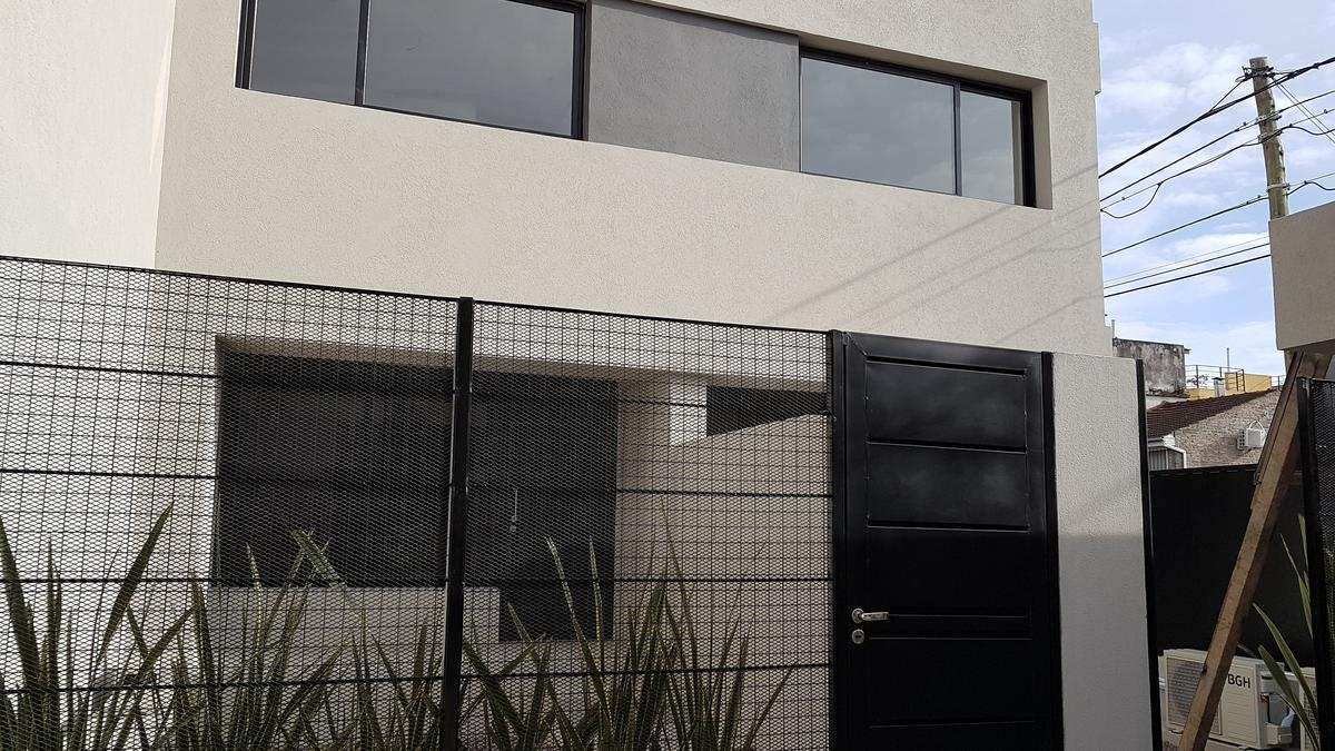 Foto Casa en Alquiler en  Villa Adelina,  San Isidro  Miguel cane 1000 // UF 16