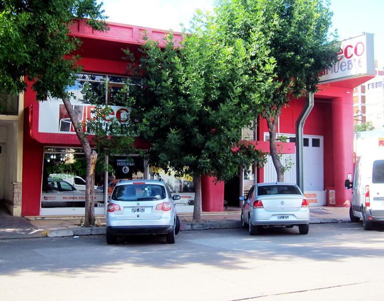 Foto Edificio Comercial en Venta en  Trelew ,  Chubut  9 de Julio al 600