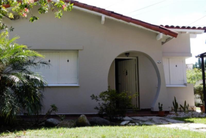 Foto Casa en Venta en  Castelar,  Moron  LARRALDE, CRISOLOGO entre LOBOS y ESLOVENIA