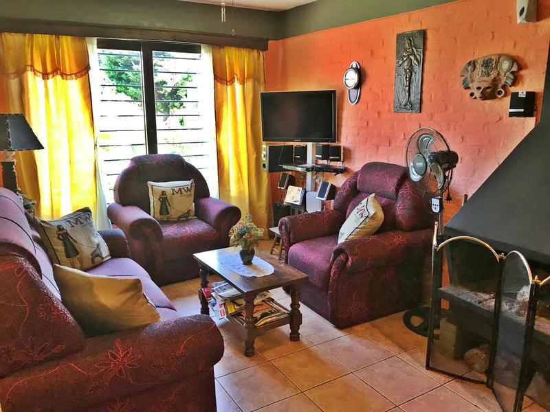 Foto Casa en Venta en  Carrasco Norte ,  Montevideo  Cooperativa, tres dorm, jardín, preciosa