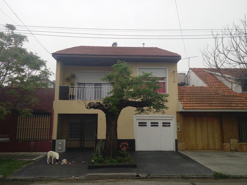 Foto Casa en Venta en  Lomas de Zamora Oeste,  Lomas De Zamora  Vetere 197