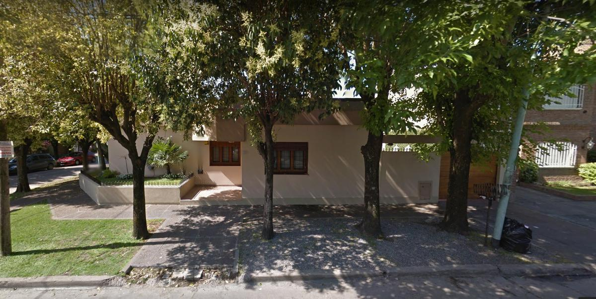 Foto Casa en Venta en  Castelar,  Moron  PEDRO GOYENA al 2900