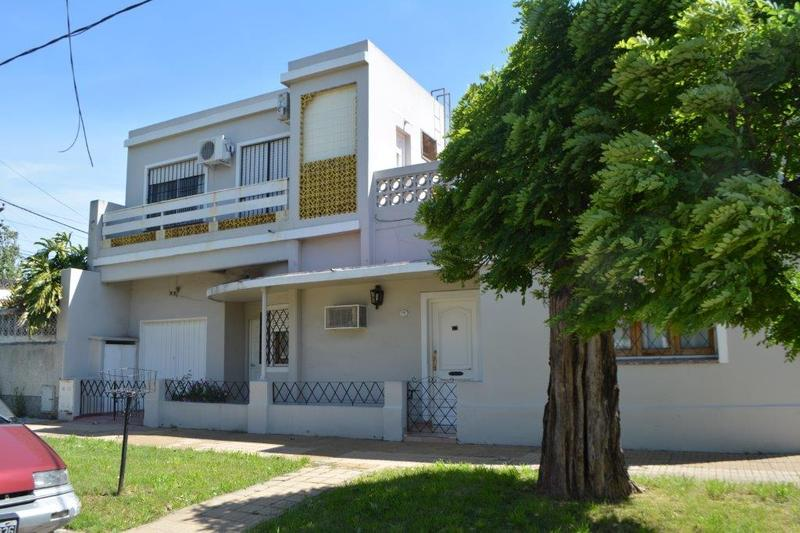 Foto Casa en Venta en  Lomas de Zamora Oeste,  Lomas De Zamora  Posadas 1385 **apta Credito**