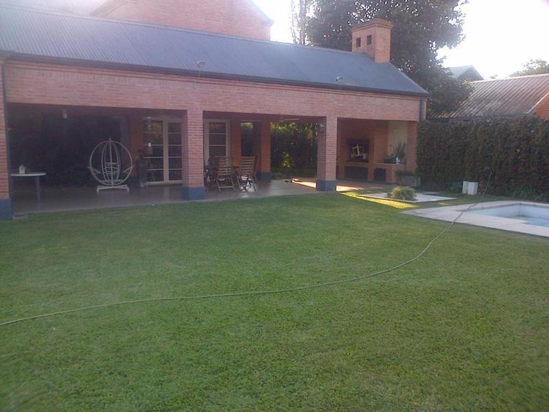 Foto Casa en Venta |  en  Yerba Buena,  Yerba Buena  Garcia Hamilton al 100