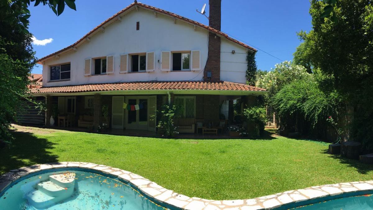 Foto Casa en Venta en  Mart.-Vias/Libert.,  Martinez  Sarmiento al 1100