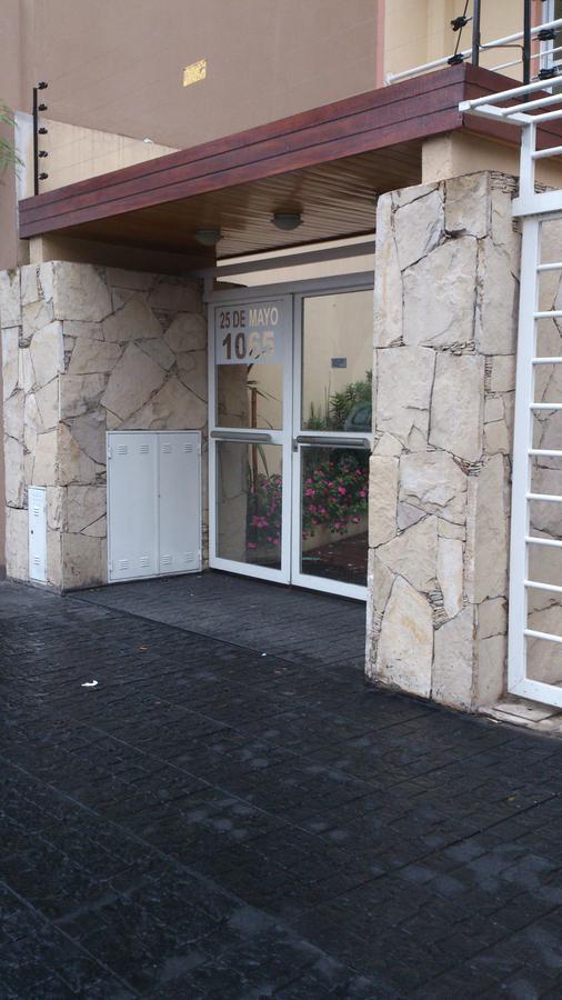 Foto Departamento en Venta en  Moron ,  G.B.A. Zona Oeste  25 de Mayo al 1000