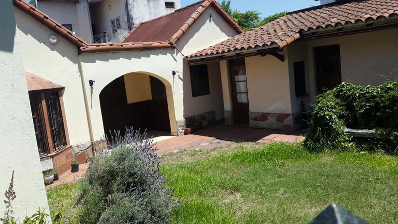 Foto Casa en Venta en  Castelar Sur,  Castelar  Hipólito Bouchard al 2000