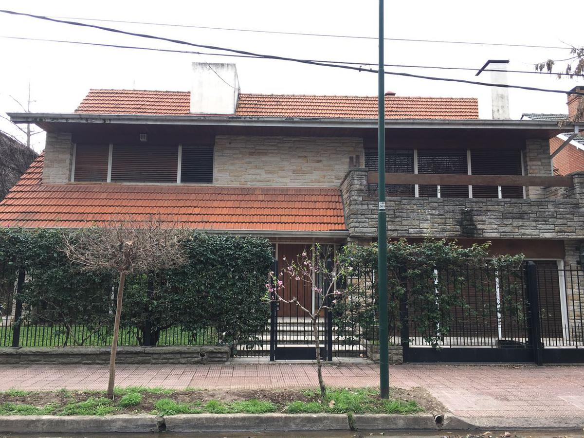Foto Casa en Venta en  Mart.-Vias/Libert.,  Martinez  Eduardo Costa al 2600