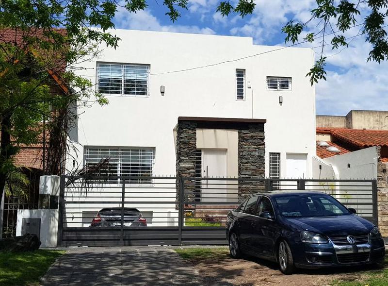 Foto Casa en Venta en  B.Ayerza,  Castelar  Pres. Domingo Faustino Sarmiento al 1700