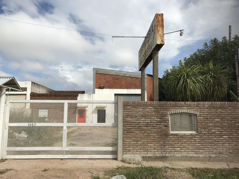 Foto Depósito en Alquiler en  Campana,  Campana  Rivadavia y Savio