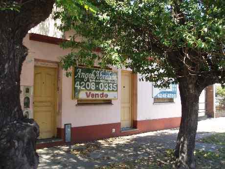 Foto Edificio Comercial en Venta en  Remedios De Escalada,  Lanus  Juan B Justo 2500