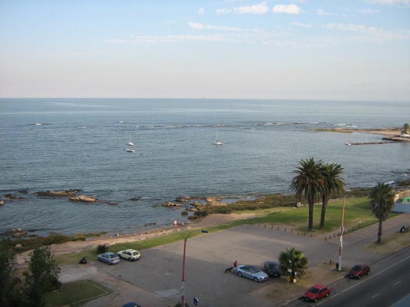 Foto Departamento en Alquiler en  Pocitos ,  Montevideo  Rambla y  21 de Setiembre