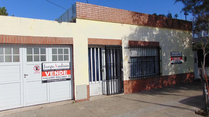 Foto Casa en Venta en  Centro,  General Pico  8 e/ 13 y 11