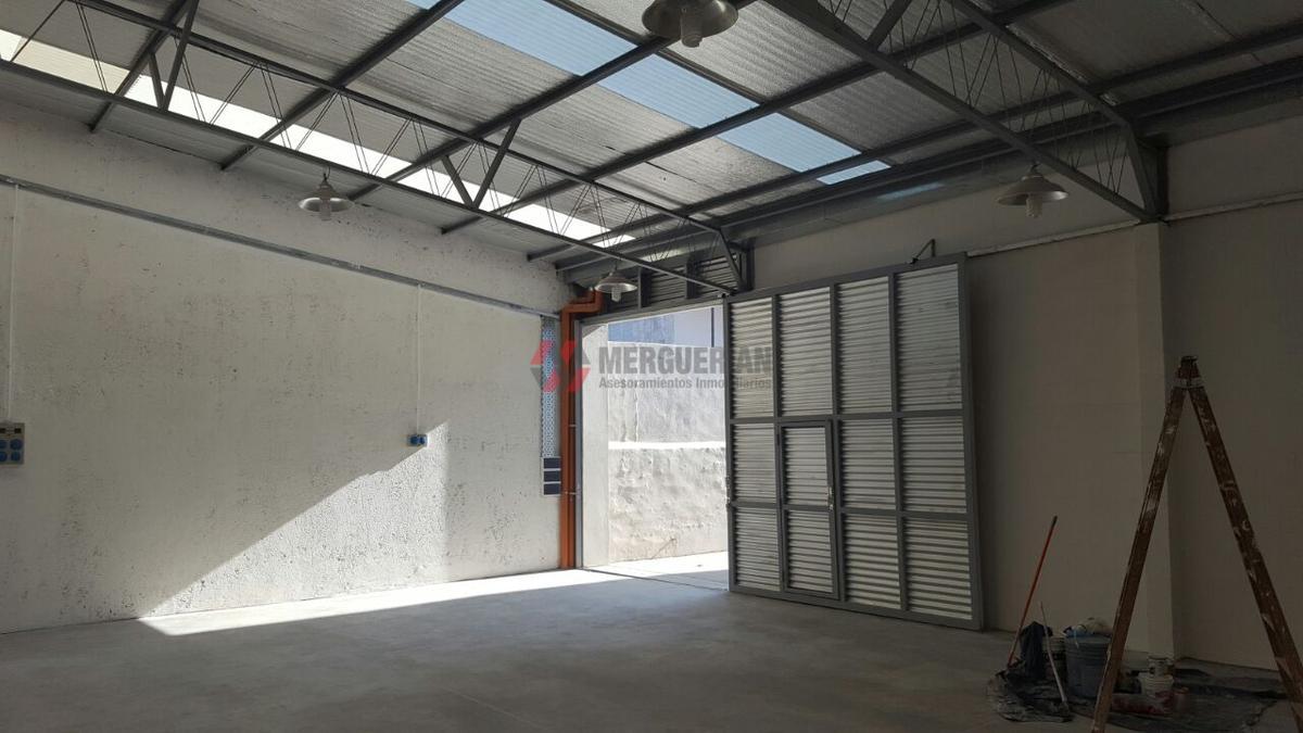 Foto Nave Industrial en Venta en  Alberdi,  Cordoba  HUMBERTO PRIMO al 2200