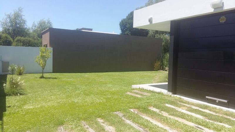 Foto Casa en Venta |  en  Alvarez,  Rosario  alvarez