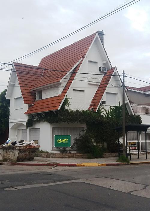 Foto Casa en Venta en  Castelar,  Moron  MARQUEZ DE LORETO esquina Avellaneda