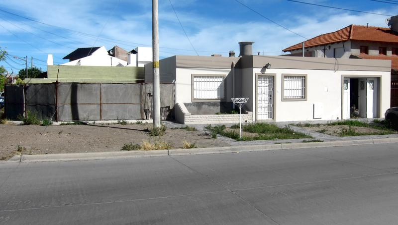 Foto Casa en Venta en  Trelew ,  Chubut  Muzio al 1300