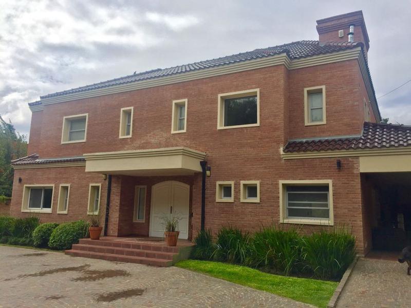 Foto Casa en Venta en  Barrio Parque Leloir,  Ituzaingo  De la Cueca