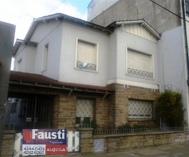 Foto Casa en Alquiler en  Lomas de Zamora Oeste,  Lomas De Zamora  Av. H. Yrigoyen Nº 9422