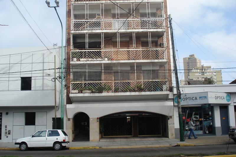 Foto Departamento en Alquiler |  en  Lomas de Zamora Este,  Lomas De Zamora  Almirante Brown al 2400