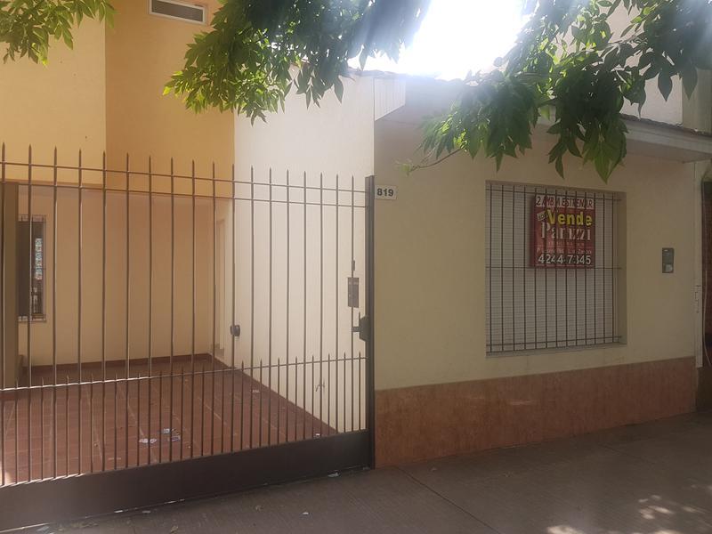 Foto Casa en Venta en  Lomas de Zamora Oeste,  Lomas De Zamora  Castelli 819 lomas de zamora