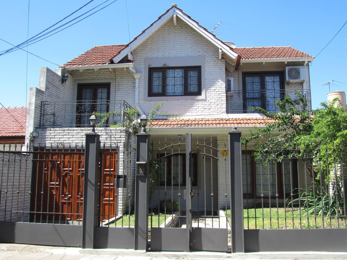 Foto Casa en Venta    en  Ituzaingó ,  G.B.A. Zona Oeste  Defilippi al 1100