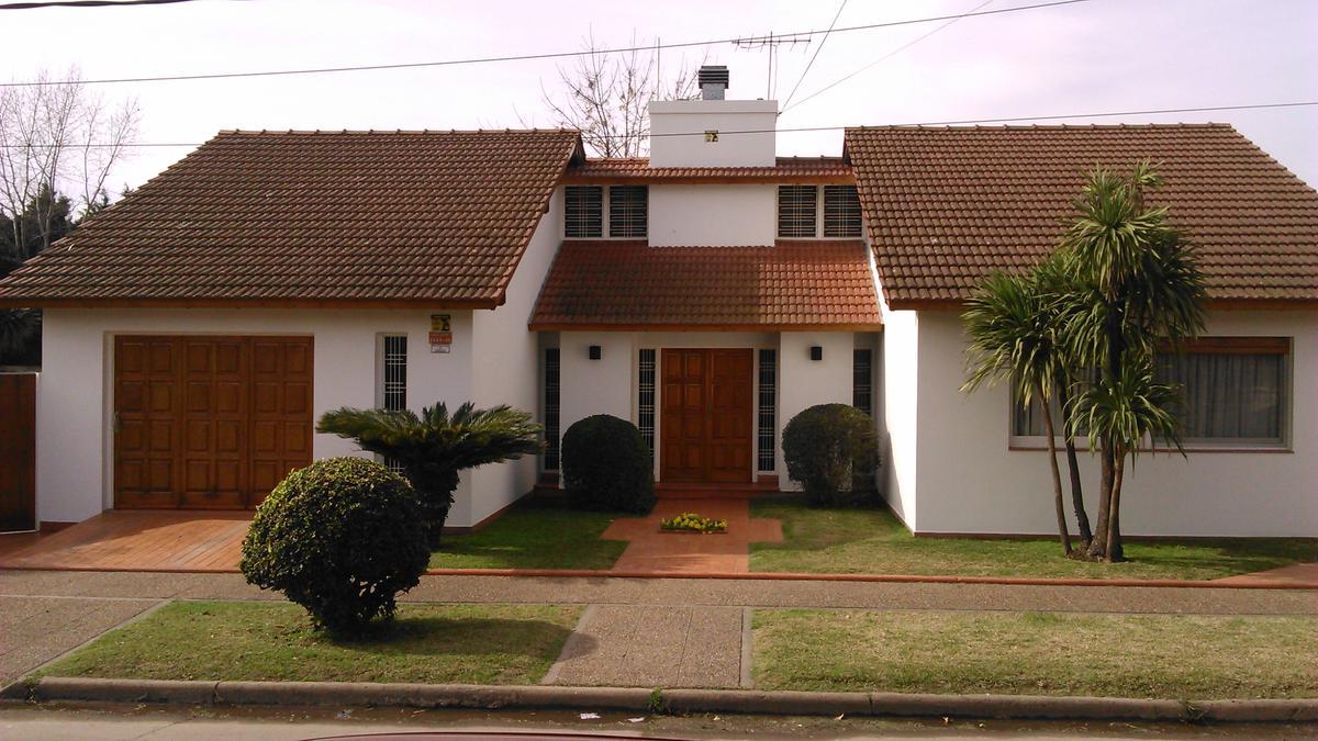 Foto Casa en Venta |  en  Villa Santos Tesei,  Hurlingham  Santa Isabel al 4600
