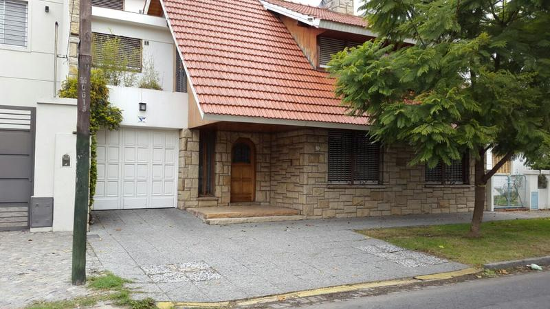 Foto Casa en Venta |  en  Lomas de Zamora Este,  Lomas De Zamora  Pedernera al 200