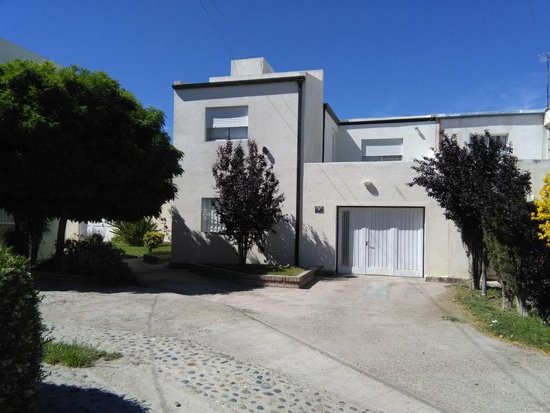 Foto Casa en Venta en  Trelew ,  Chubut  Vesta 835