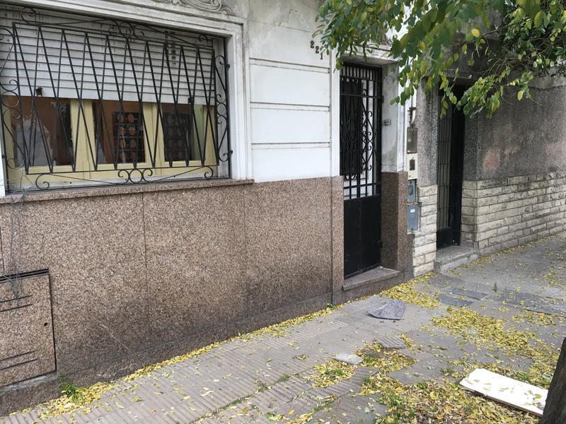 Foto Casa en Venta en  Piñeyro,  Avellaneda  Carabelas al 200