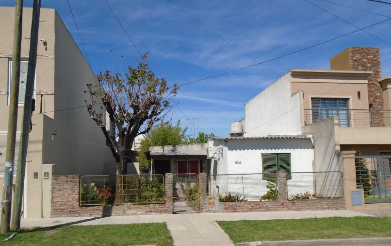 Foto Casa en Venta en  Castelar,  Moron  Gral Munilla al 2700