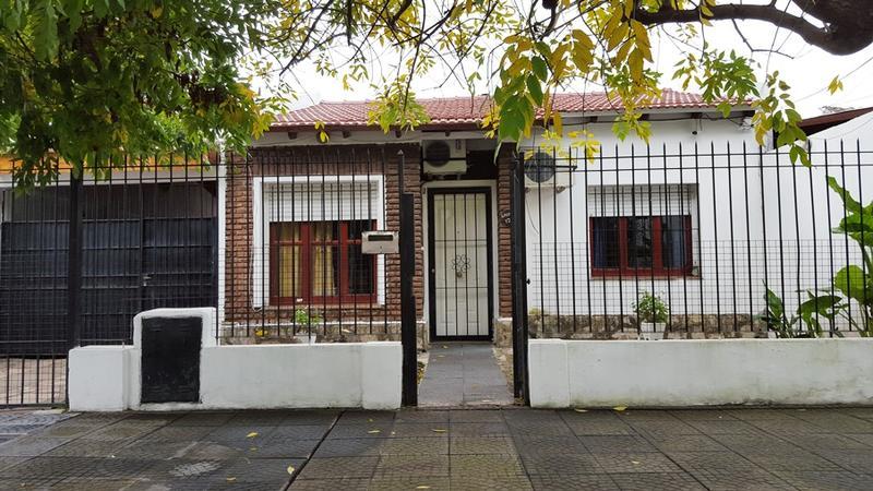 Foto Casa en Venta |  en  Castelar Sur,  Castelar  Lacarra al 1200