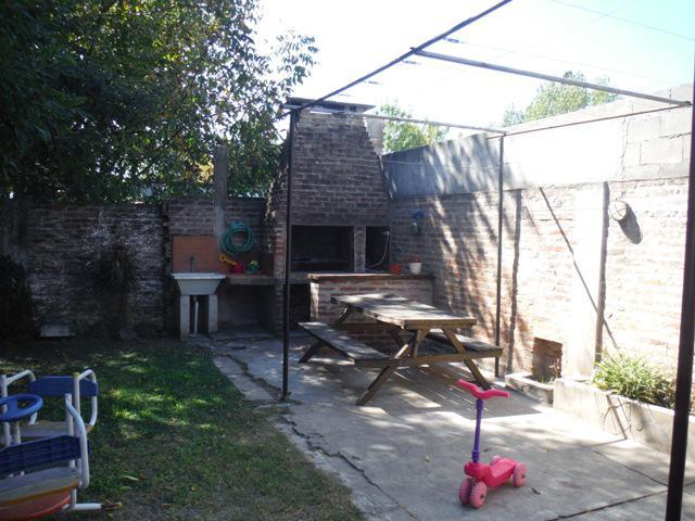 Foto Casa en Venta en  Ituzaingó ,  G.B.A. Zona Oeste  Oran al 2000
