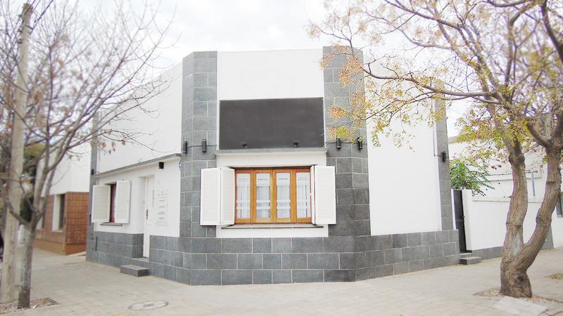 Foto Casa en Venta en  Centro,  General Pico  9 esq. 16