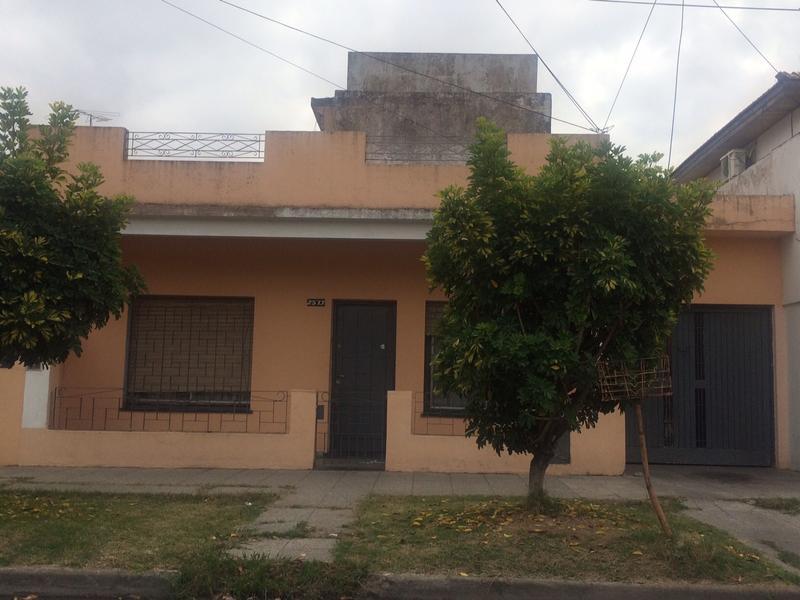 Foto Casa en Venta |  en  Lomas de Zamora Oeste,  Lomas De Zamora  CASTELLI 2573