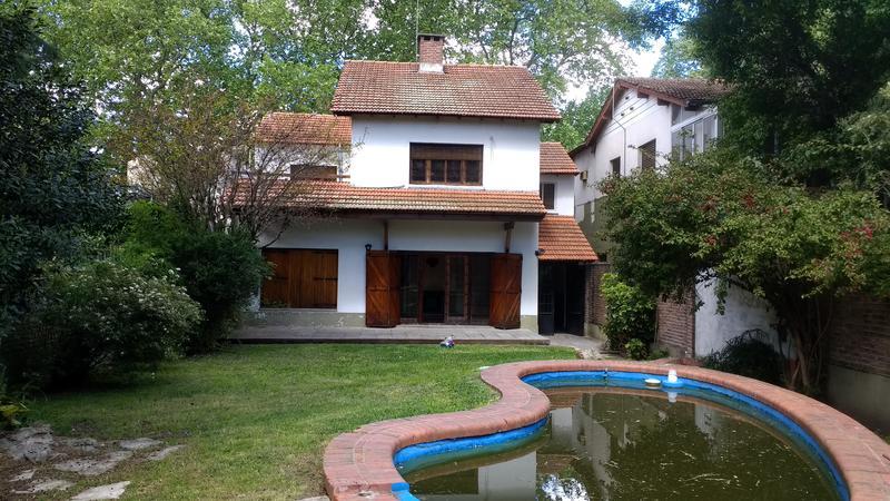 Foto Casa en Venta |  en  Adrogue,  Almirante Brown  SPIRO al 400