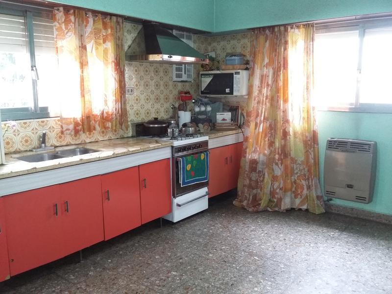 Foto Casa en Venta en  Lomas de Zamora Oeste,  Lomas De Zamora  Tunuyan al 100