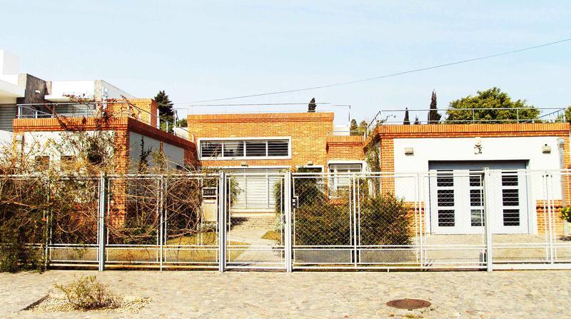 Foto Casa en Venta en  Castelar Norte,  Castelar  Montes de Oca al 2900