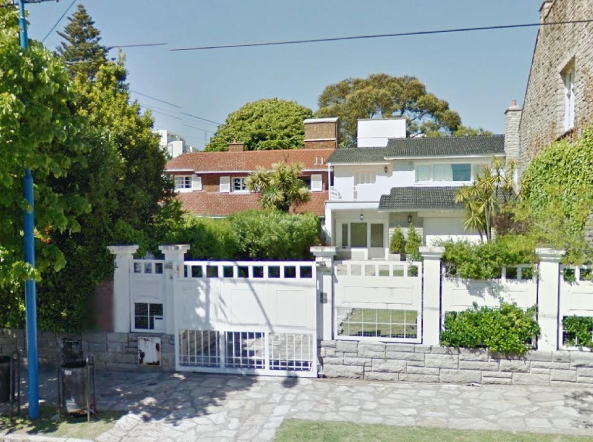 Foto Casa en Venta en  Mar Del Plata ,  Costa Atlantica  ALVARADO 100